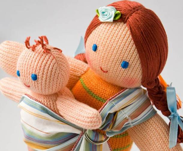 baby-wearing-mommy-doll